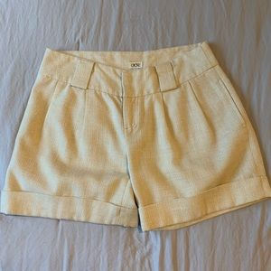 Cache size 6 linen shorts
